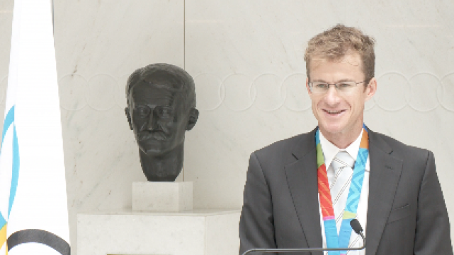 Michael Rogers receives Athens bronze medal